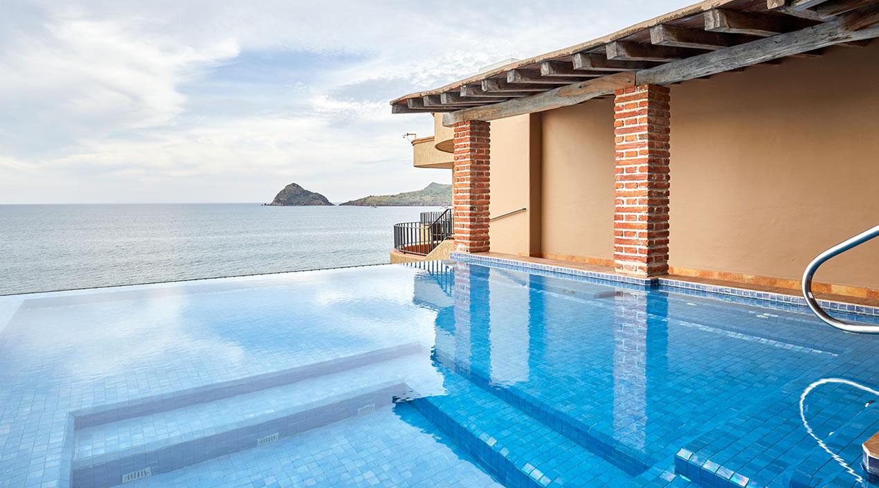 Alberca Infinitum del Penthouse Pacífica de Hotel Playa Mazatlán
