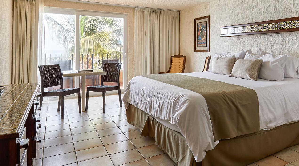 Habitación Vista al Jardín o Alberca con cama king de Hotel Playa Mazatlán