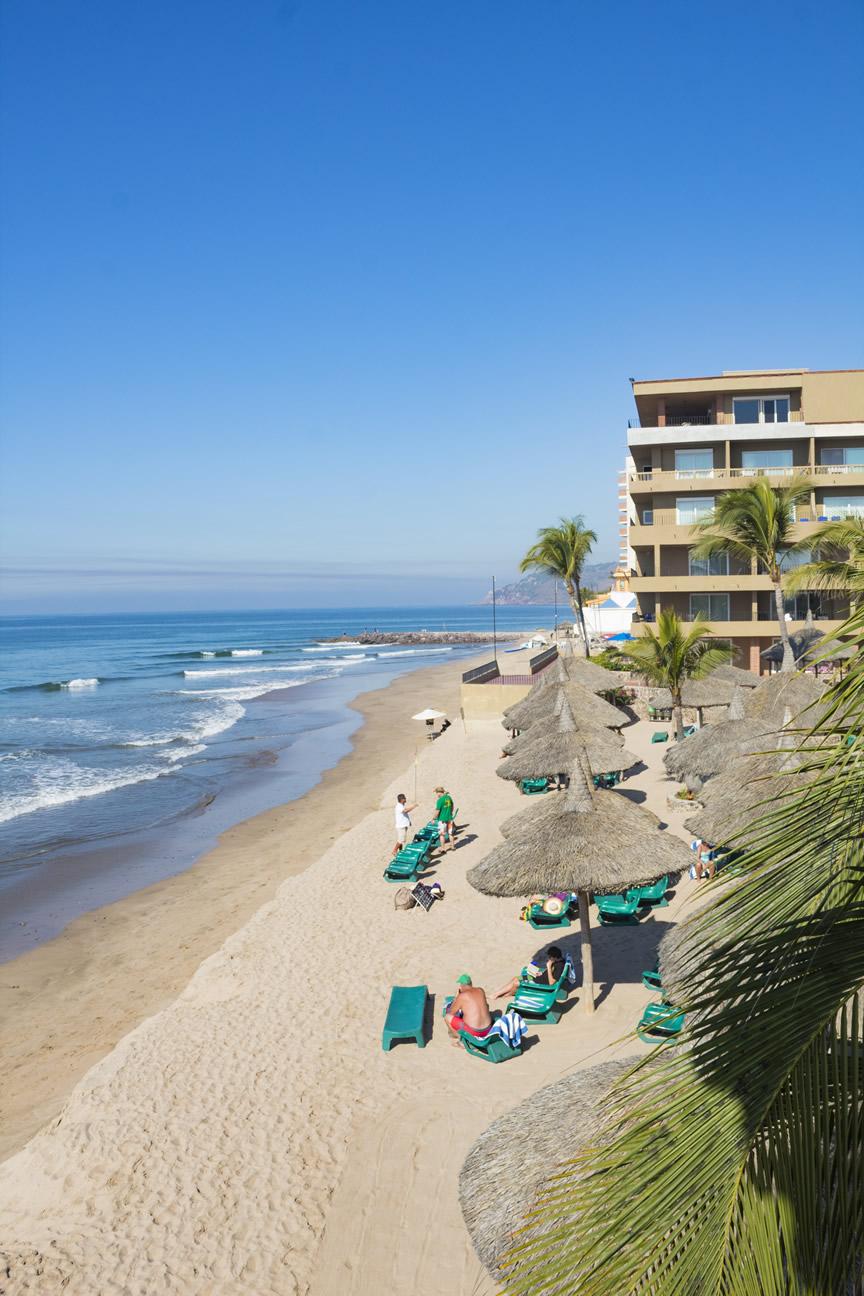 Vacaciones familiares hotel playa mazatlan for Hoteles familiares playa