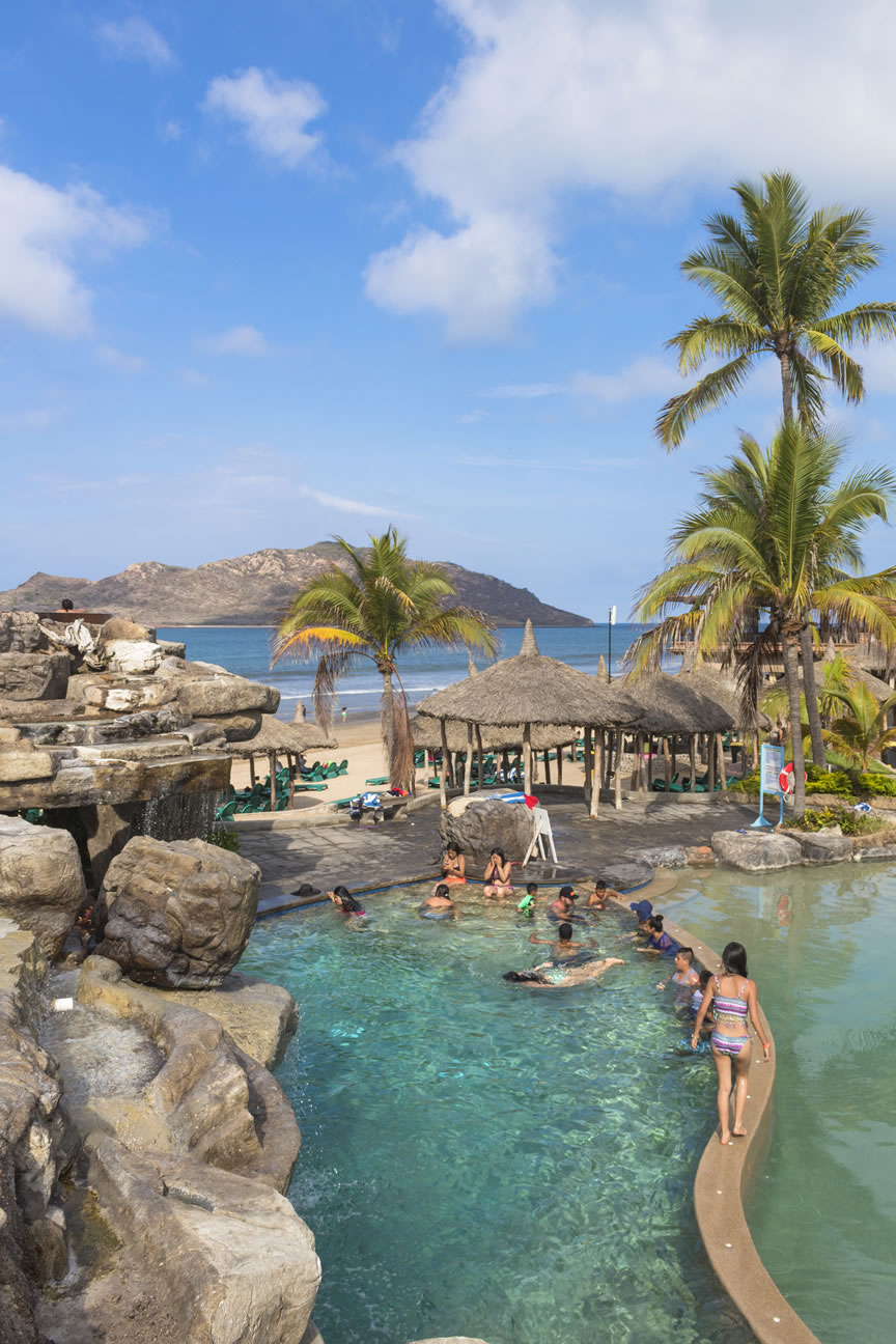 Albercas hotel playa mazatlan for Albercas de plastico para ninos