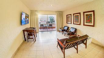 Habitaciones con Vista a la Alberca de Hotel Playa Mazatlán